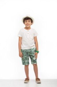 Bermuda Infantil Masculina Estampa de Folhagem