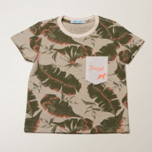T-shirt com Bolso estampa Folhas