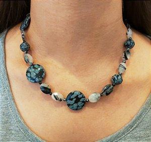 Colar com Pedras Naturais Obsidiana e Cristal