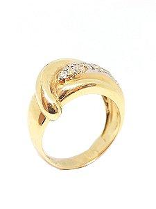 Anel de ouro amarelo 18k com brilhantes