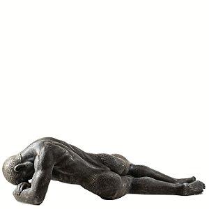 Musculoso deitado grande
