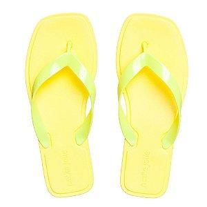 Chinelo Petite Jolie Quadrado Feminino Cor Amarelo Neon