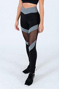 Calça legging com recortes fitness