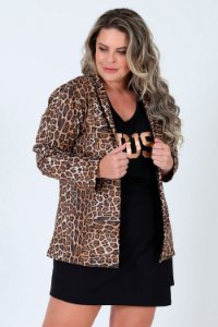 Casaco manga longa estampa animal print plus size