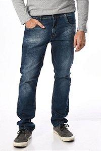 Calça jeans com detalhe de puidos
