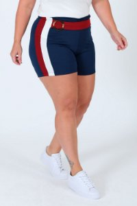 Shorts curto com faixa e fivela plus size