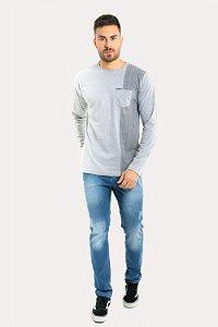 Calça jeans detalhe desgaste