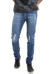 Calça jeans com desgaste