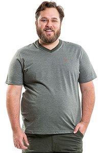Camiseta gola em v plus size