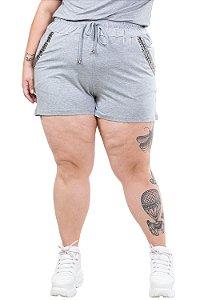 Shorts c/ bolso e detalhe em aplique plus size
