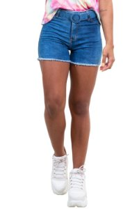 Shorts jeans barra desfiada com cinto jeans