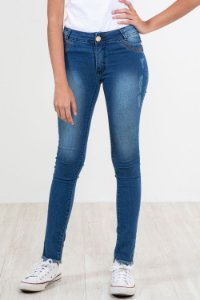 Calça jeans juvenil skinny barra desfiada