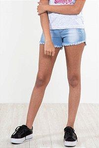 Shorts jeans barra desfiada detalhe em puído