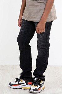 Calça jeans juvenil detalhe em puído regulagem interna