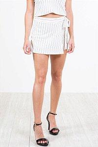Shorts saia detalhe amarração