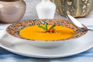 Sopa Espessa de Cenoura com Carne Seca