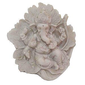 Escultura Ganesha na Folha de Pó de Mármore Branca 9cm