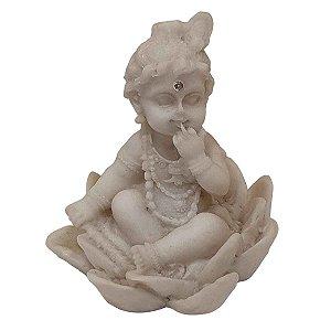 Mini Escultura Krishna na Flor de Lótus de Pó de Mármore Branca 6cm