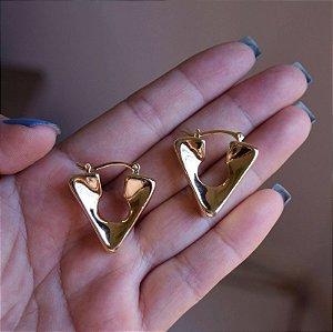 Brinco argola triângulo lisa ouro semijoia