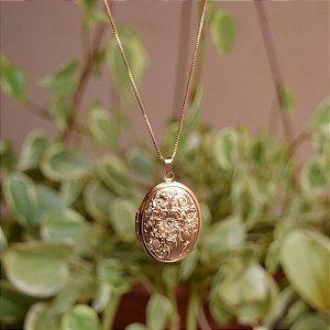 Colar relicário oval flor ouro semijoia