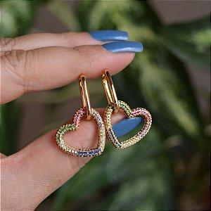 Brinco argolinha penduricalho coração cristais coloridos ouro semijoia