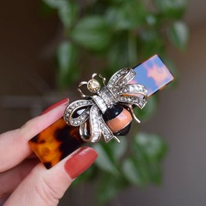 Presilha acetato abelha laço cristais