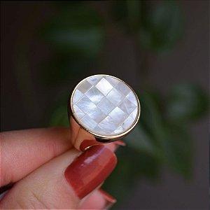 Anel redondo pedra natural mosaico madrepérola ouro semijoia