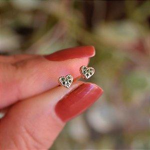 Brinco mini coração zircônia verde ouro semijoia
