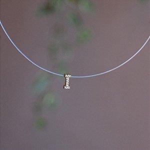 Colar fio de nylon letra I ouro semijoia