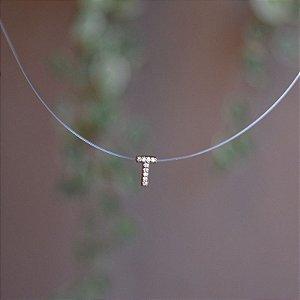 Colar fio de nylon letra T ouro semijoia