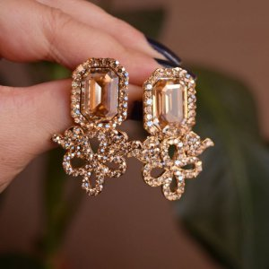 Brinco Leticia Sarabia cristal swarovski dourado