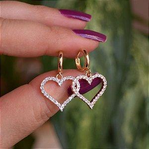 Brinco argolinha penduricalho coração zircônia ouro semijoia