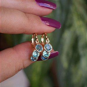 Brinco argolinha penduricalhos cristais azul ouro semijoia