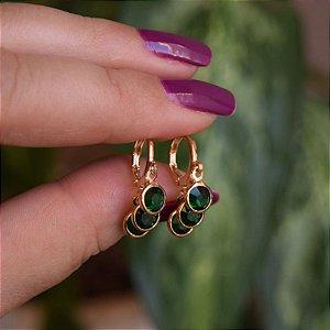 Brinco argolinha penduricalhos cristais verde ouro semijoia