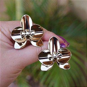 Brinco orquídea metal dourado