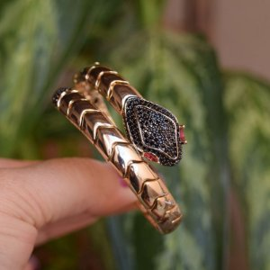 Bracelete serpente zircônia black ouro semijoia