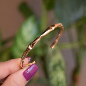 Bracelete metal ouro semijoia