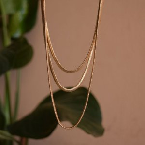 Colar triplo malha metal ouro semijoia