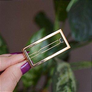Presilha retangular vazada metal dourado