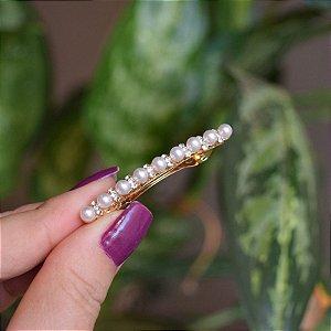 Presilha pequena pérolas com strass dourado