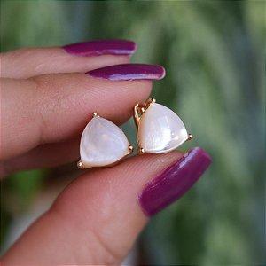Brinco argolinha triangular madrepérola ouro semijoia