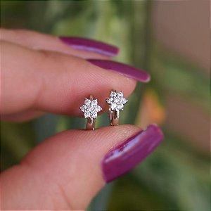 Brinco argolinha segundo furo mini flor zircônia ródio semijoia 11a04037