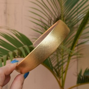 Tiara metalizada dourada
