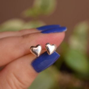 Brinco mini coração prata 925