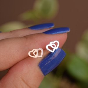 Brinco mini coração duplo vazado prata 925