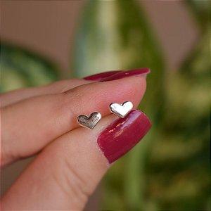 Brinco mini coração liso prata 925