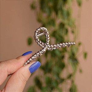 Piranha de cabelo metal torcido prateado