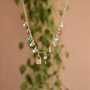 Colar chave e cadeado cristais coloridos ouro semijoia