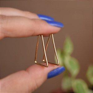 Brinco argolinha triangular ouro semijoia