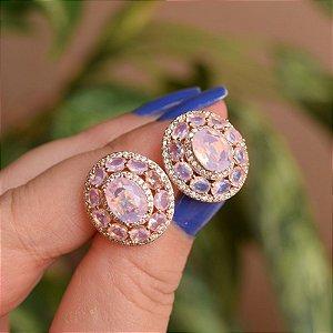 Brinco oval cristal rosa leitoso ouro semijoia 18k01036